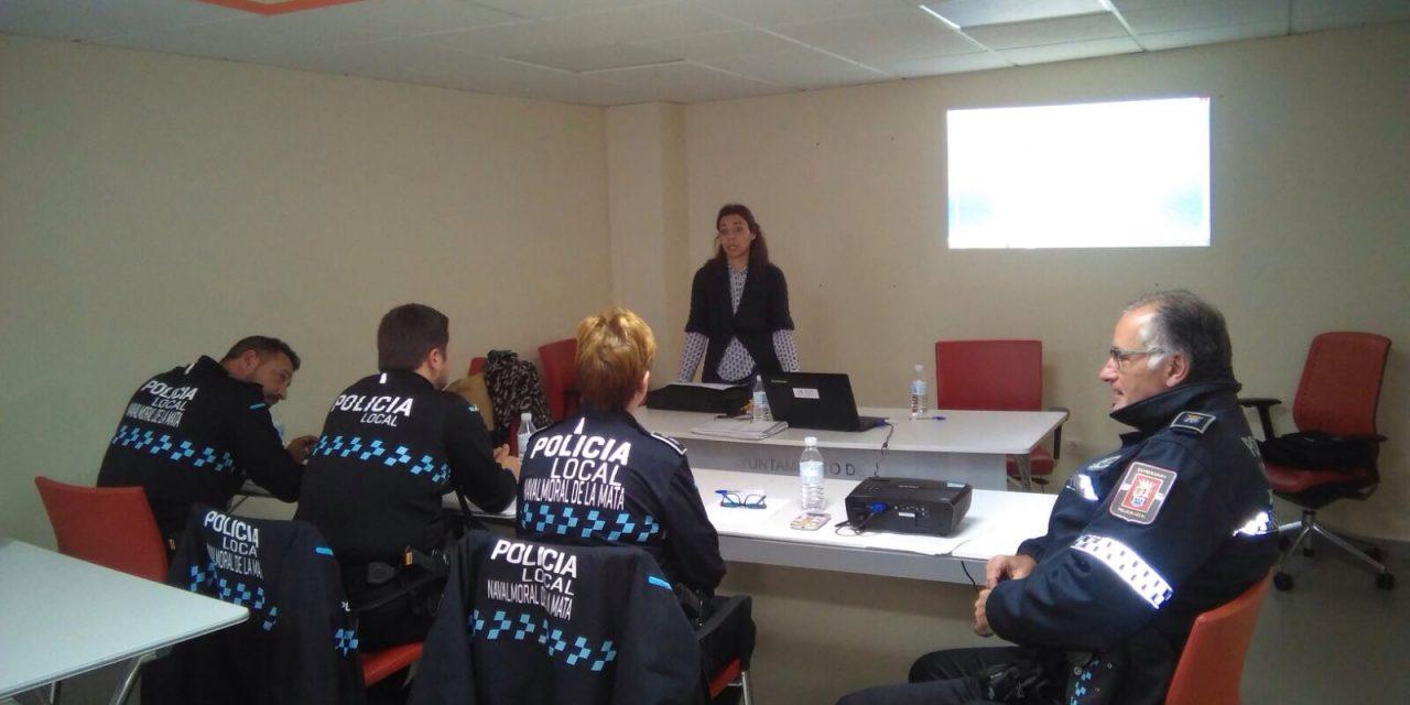 Jornada de Sensibilización con agentes de la Policía Local de Navalmoral de la Mata