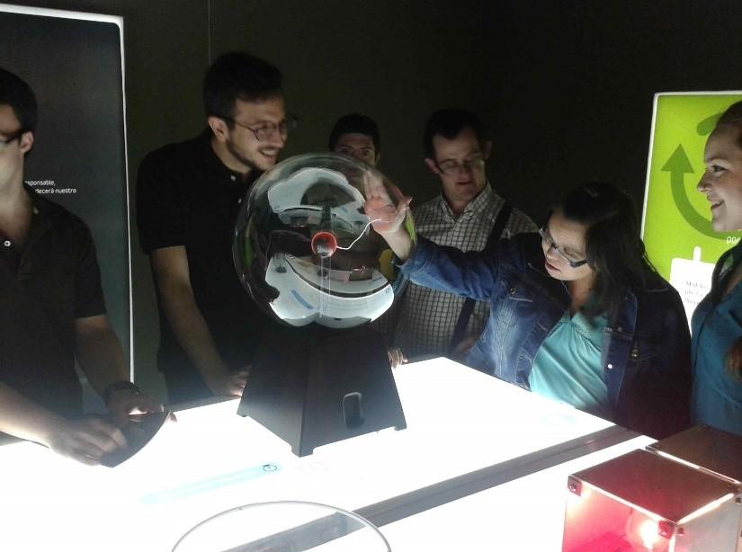 """FUNDHEX visita la exposición """"Una autopista detrás del enchufe"""", en el Museo Abierto de Mérida."""